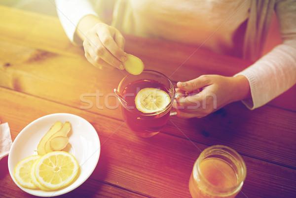 Vrouw gember thee citroen gezondheid Stockfoto © dolgachov