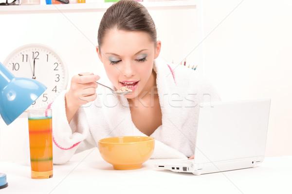 еды женщину портативного компьютера фотография продовольствие ноутбука Сток-фото © dolgachov