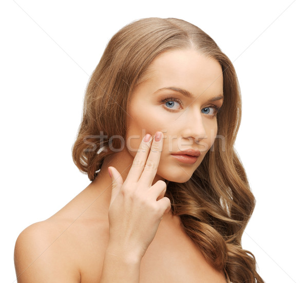 Mooie vrouw wijzend wang heldere foto vrouw Stockfoto © dolgachov
