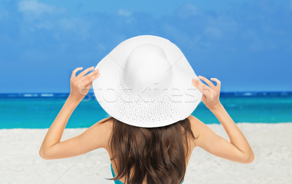 Meisje poseren strand zomer vakantie vakantie Stockfoto © dolgachov