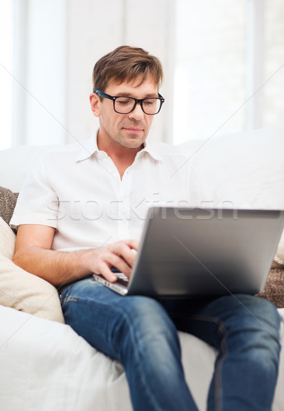 Man werken laptop home technologie lifestyle Stockfoto © dolgachov