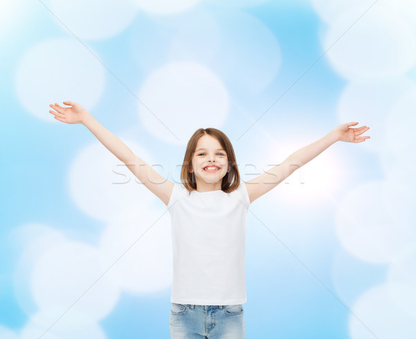 Mosolyog kislány fehér póló hirdetés kézmozdulat Stock fotó © dolgachov