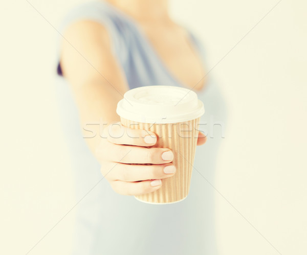 женщину стороны далеко чашку кофе Сток-фото © dolgachov