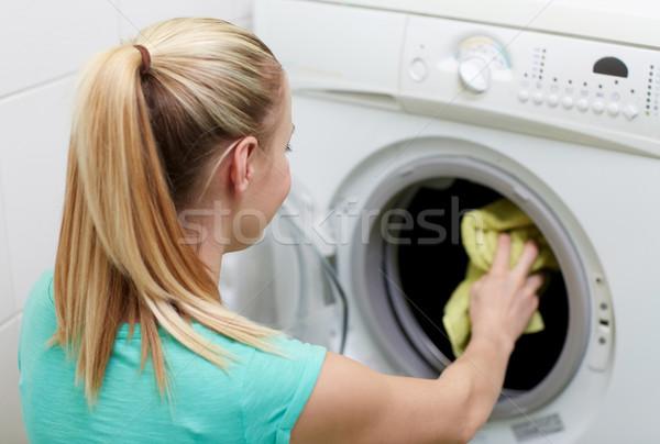 Felice donna lavanderia rondella home persone Foto d'archivio © dolgachov
