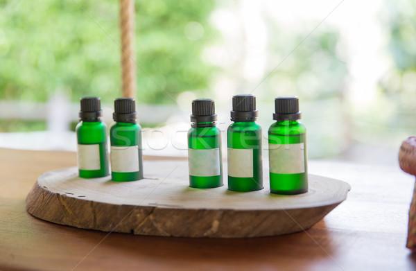 Aromatique pétrolières bouteilles chambre d'hôtel Photo stock © dolgachov