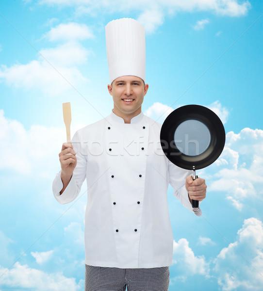 Felice maschio chef padella spatola Foto d'archivio © dolgachov