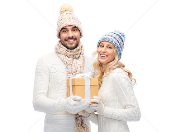 souriant couple hiver v tements coffret cadeau. Black Bedroom Furniture Sets. Home Design Ideas