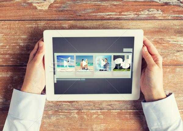 Közelkép kezek videó galéria táblagép emberek Stock fotó © dolgachov