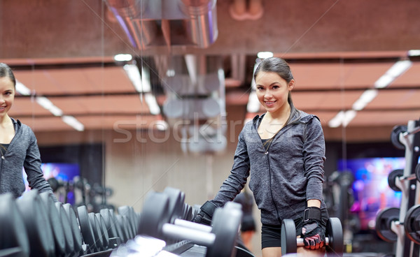 Сток-фото: улыбаясь · гантели · спортзал · фитнес