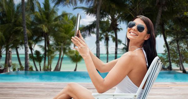 Donna sorridente prendere il sole spiaggia turismo Foto d'archivio © dolgachov