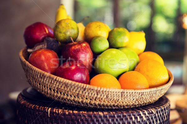 Koszyka świeże dojrzały soczysty owoce kuchnia Zdjęcia stock © dolgachov