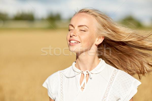 Sorridente mulher jovem branco cereal campo país Foto stock © dolgachov