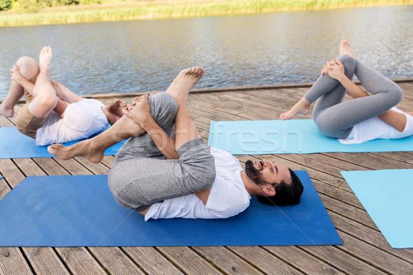 Pessoas ioga pombo pose ao ar livre Foto stock © dolgachov