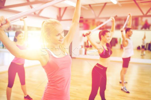 Csoportkép edz tornaterem fitnessz sport képzés Stock fotó © dolgachov