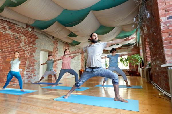 Grup insanlar yoga savaşçı poz stüdyo uygunluk Stok fotoğraf © dolgachov