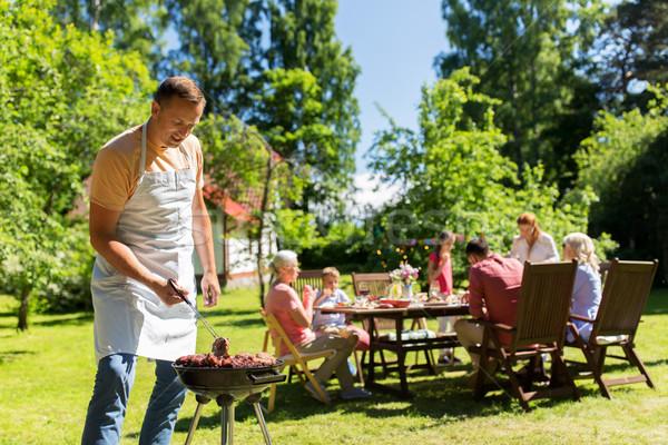 Man koken vlees barbecue zomer partij levensmiddelen Stockfoto © dolgachov