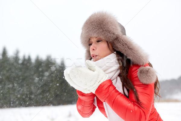 Boldog nő hó tél szőr kalap Stock fotó © dolgachov