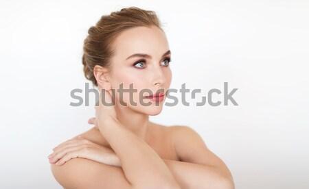 Nő visel fényes gyémánt fülbevalók szépség Stock fotó © dolgachov