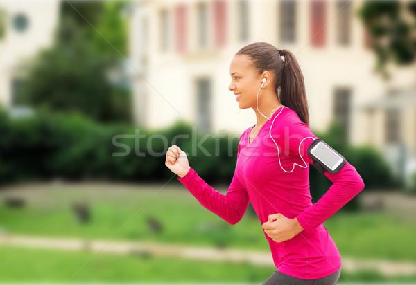 Mosolyog fiatal nő fut kint sport fitnessz Stock fotó © dolgachov