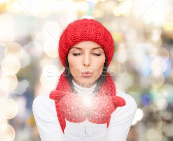Glimlachend jonge vrouw winter kleding geluk vakantie Stockfoto © dolgachov