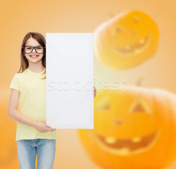 Mosolyog kislány fehér tábla hirdetés oktatás ünnepek Stock fotó © dolgachov