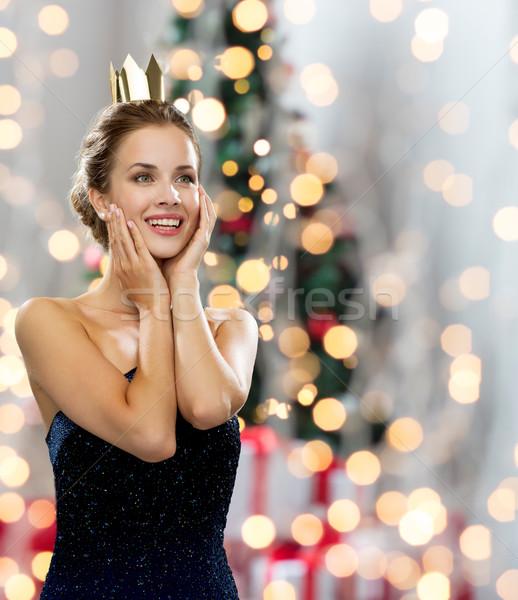 Glimlachende vrouw avondkleding kroon mensen vakantie Stockfoto © dolgachov