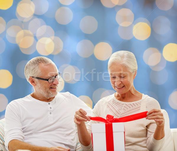 Felice scatola regalo famiglia vacanze Natale Foto d'archivio © dolgachov
