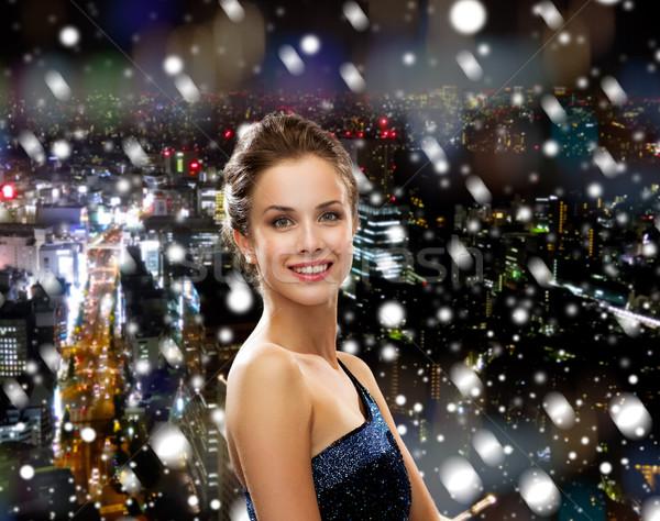 Mosolygó nő estélyi ruha ünnepek karácsony emberek éjszaka Stock fotó © dolgachov