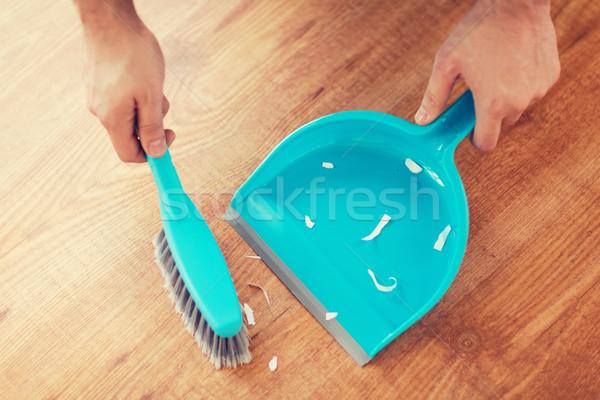 Masculino limpeza casa pequeno Foto stock © dolgachov