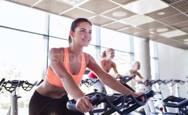 Grupy kobiet jazda konna wykonywania rowerów siłowni Zdjęcia stock © dolgachov