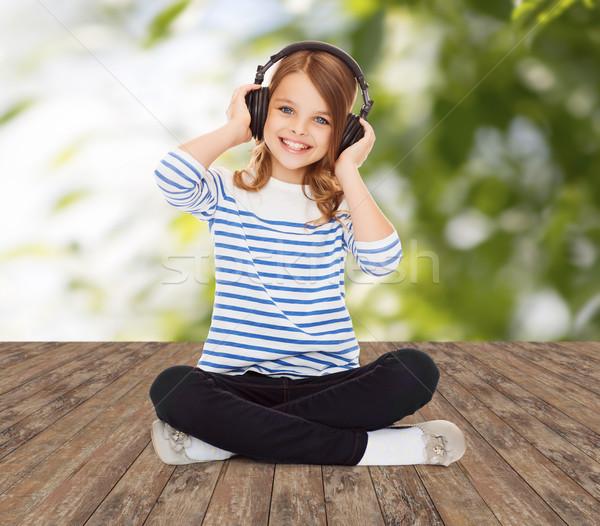 Boldog lány fejhallgató zenét hallgat zene gyermekkor emberek Stock fotó © dolgachov