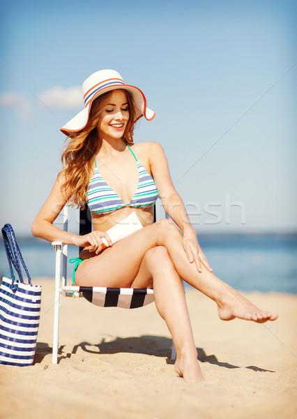 Lány napozás napozószék nyár ünnepek vakáció Stock fotó © dolgachov