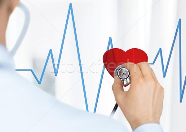 Orvos hallgat szívverés sztetoszkóp virtuális képernyő Stock fotó © dolgachov