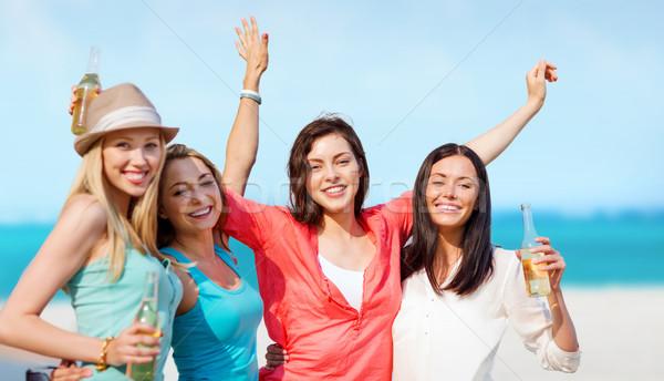 Foto stock: Meninas · bebidas · praia · verão · férias · férias