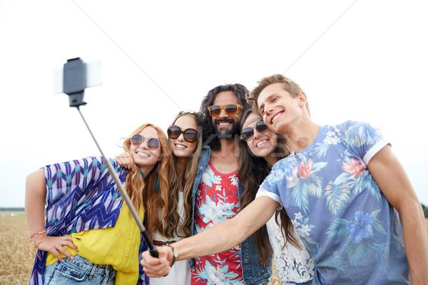 Hippie amis smartphone bâton nature été Photo stock © dolgachov