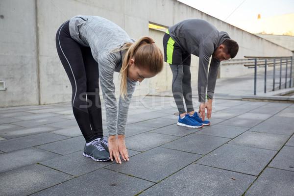 Pár nyújtás görbület előre utca fitnessz Stock fotó © dolgachov