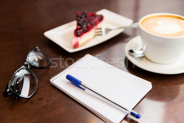 Сток-фото: ноутбук · пер · чашку · кофе · торт · жизни