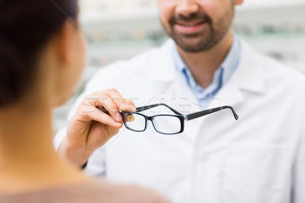 Optyk okulary optyka sklepu Zdjęcia stock © dolgachov