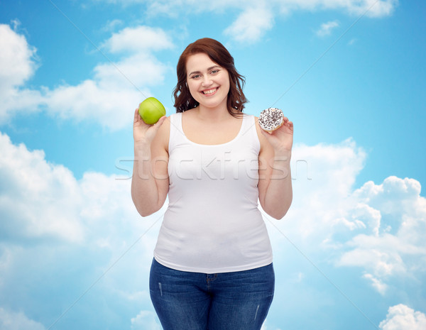 Gelukkig plus size vrouw kiezen appel cookie Stockfoto © dolgachov