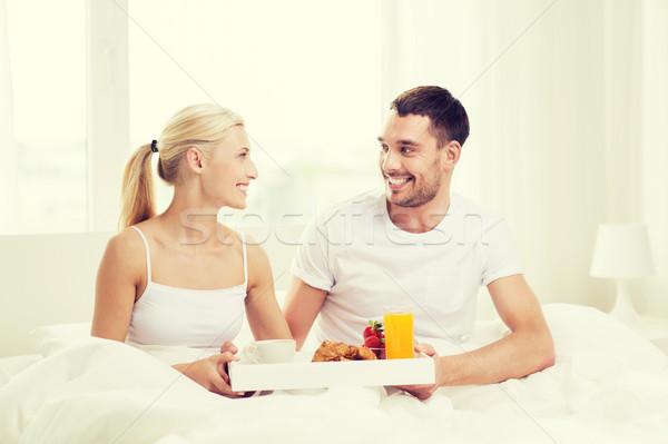 Сток-фото: счастливым · пару · завтрак · кровать · домой · люди