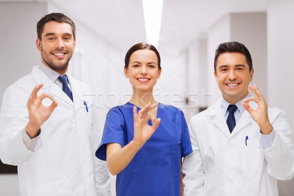 Gruppe Krankenhaus Handzeichen Klinik Stock foto © dolgachov