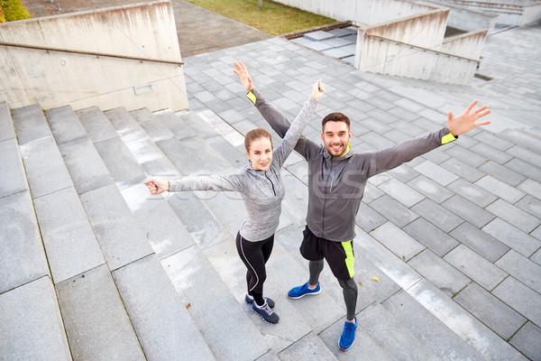 Heureux souriant couple extérieur rue de la ville fitness Photo stock © dolgachov