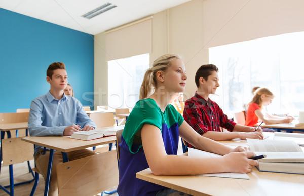 Groupe élèves livres école leçon éducation Photo stock © dolgachov
