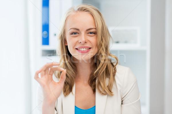 Mutlu işkadını neden imzalamak ofis Stok fotoğraf © dolgachov