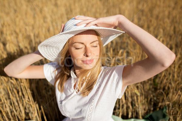 Heureux jeune femme céréales domaine nature Photo stock © dolgachov