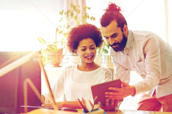 Stock fotó: Boldog · kreatív · csapat · táblagép · iroda · üzlet