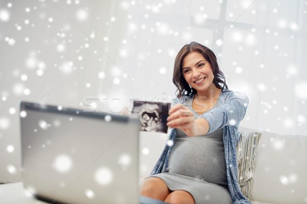 Gelukkig zwangere vrouw ultrageluid afbeelding home zwangerschap Stockfoto © dolgachov