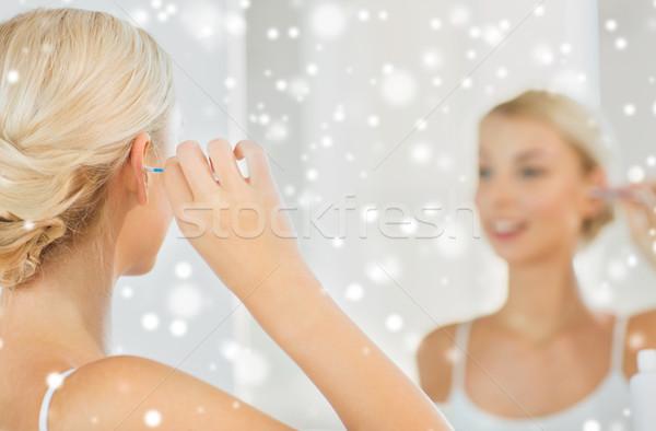 Kadın temizlik kulak pamuk banyo güzellik Stok fotoğraf © dolgachov