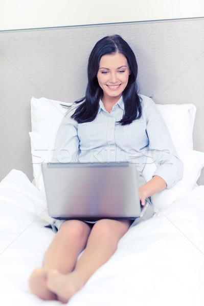 Boldog üzletasszony laptop hotelszoba üzlet technológia Stock fotó © dolgachov