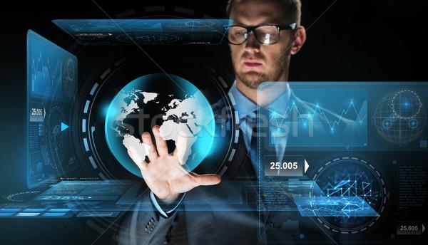ビジネスマン バーチャル 地球 世界中 投影 ビジネスの方々 ストックフォト © dolgachov